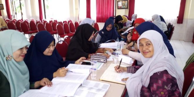 MGMP Bahasa Indonesia Adakan Bedah Kisi-Kisi Soal PAT dan SKL UN