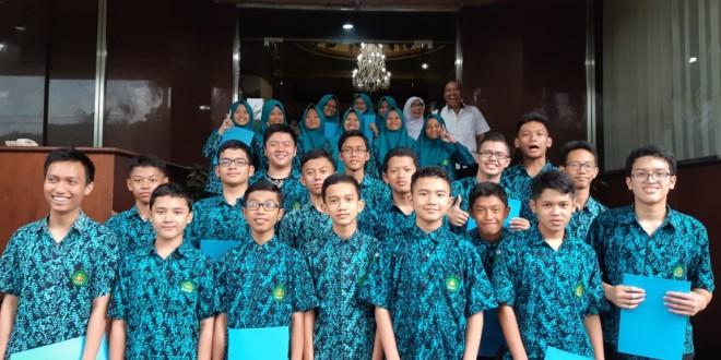 Guru dan Siswa MTsN 1 Kota Malang Raih Penghargaan dari Kanwil Kemenag Jatim