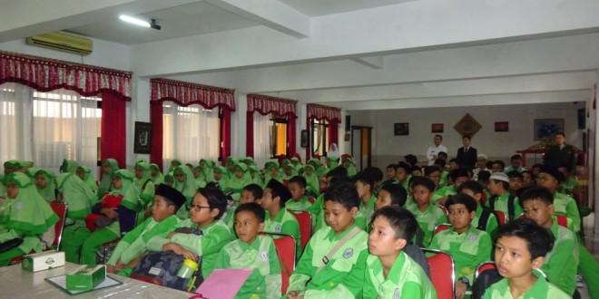 Siswa SD Anak Saleh Kunjungi MTsN 1 Kota Malang
