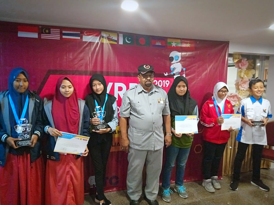 Juara Robotik _ MTsN 1 Kota Malang