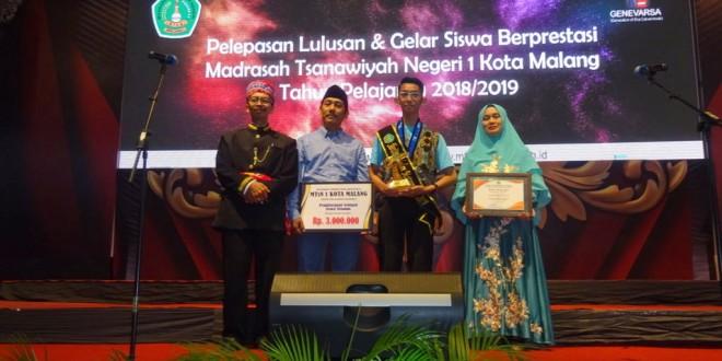 Santri Ma'had Al-Madany Raih Penghargaan Siswa Teladan MTsN 1 Kota Malang