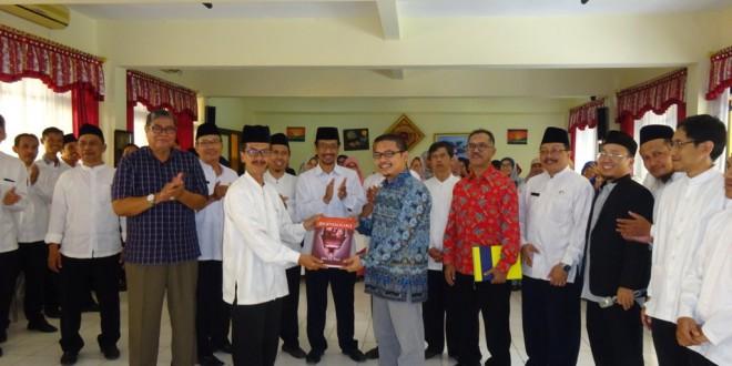 Asah Keterampilan Berbicara, Guru MTsN 1 Kota Malang Ikuti Pelatihan Public Speaking