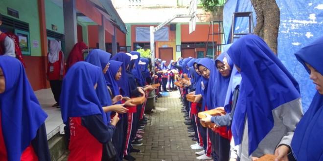 MTsN 1 Kota Malang Adakan Bakti Sosial di MI Nurul Huda