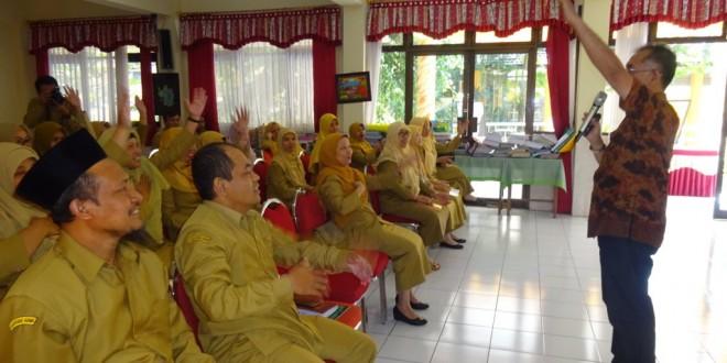Guru MTsN 1 Kota Malang Ikuti Pelatihan Guru Unggul dan Super Wali Kelas