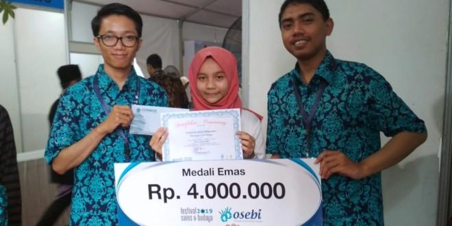 Siswi MTsN 1 Kota Malang Sabet Medali Emas Lomba Menulis Cerpen Tingkat Nasional