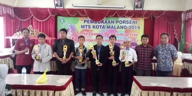 MTsN 1 Kota Malang Raih Tiga Piala Lomba Singer Porseni 2019