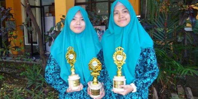 Siswi MTsN 1 Kota Malang Raih Tiga Piala English Fiesta 2019