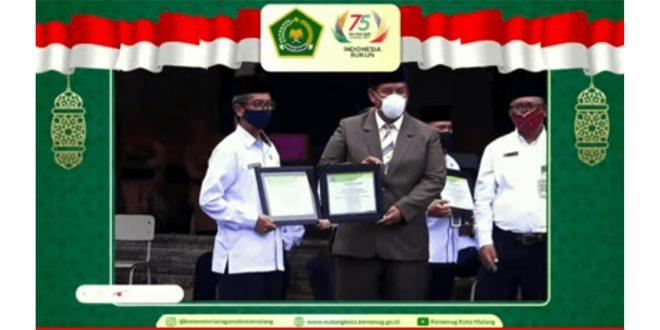 MTsN 1 Kota Malang Dapatkan Penghargaan Madrasah dengan Raihan Prestasi Terbanyak