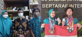 Hebat! 2 Siswa MTsN 1 Kota Malang Sukses Catatkan 40 Medali Olimpiade Matematika Internasional